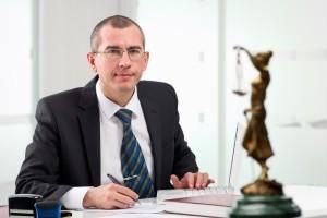Fragen Sie Freunde und Bekannte nach einer Empfehlung für einen Fachanwalt für Bankrecht in Berlin.