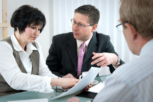 Nehmen Sie die Hilfe eines Anwalt in Anspruch, um den Musterbrief zur Bearbeitungsgebühr-Rückerstattung auszufüllen.