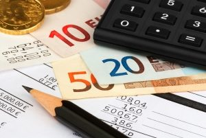 Möchten Sie vorzeitig kündigen, erhalten Sie niedrigere oder gar keine Zinsen auf das Festgeld.