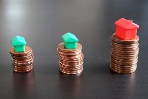 Eine Vorfälligkeitsentschädigung bei zwingendem Hausverkauf ist bei einem variablen Darlehen nicht fällig