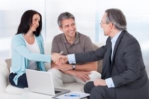 Kredit trotz negativer SCHUFA: Ein Eintrag ist nicht von Belang, wenn der Kreditgeber im Ausland sitzt.