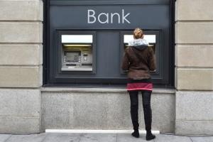 Sind die Kontoführungsgebühren zu hoch, können Sie bei einer günstigeren Bank ein Konto eröffnen.